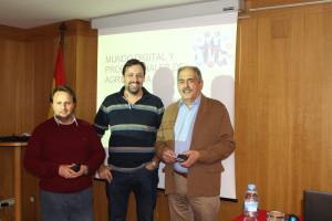 Gonzalo Brezmes acompañado de Ignacio Mucientes y Manuel Betegón, delegado de Valladolid y decano del Colegio de Ingeniero Agrónomos de Castilla y León y Cantabria
